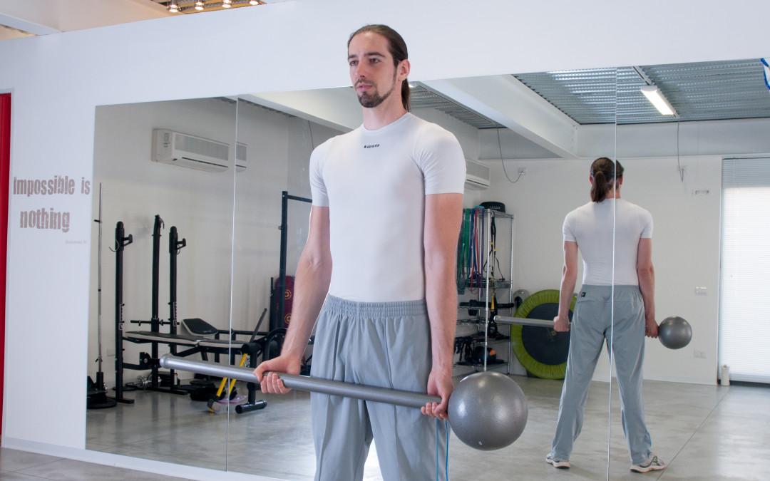 2 nuovi esercizi con il Macebell: bicipiti e alzate per le spalle